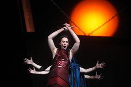 Alexandra Deshorties in the title role of Medea.